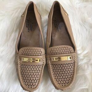 Memory foam slide on shoes size 9 beige